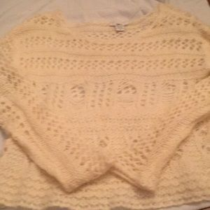 Loose knit off white/crime color sweater